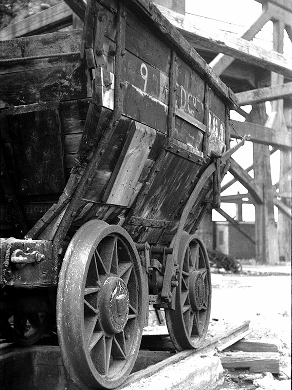 Richard Gaunt mine cart photo
